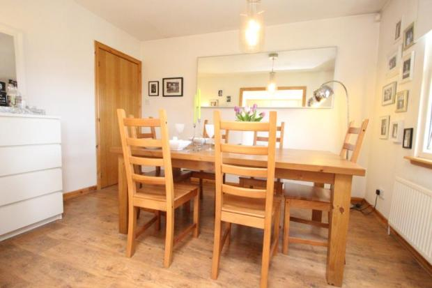 2 bedroom flat for sale in legion court bennochy road for Dining room kirkcaldy