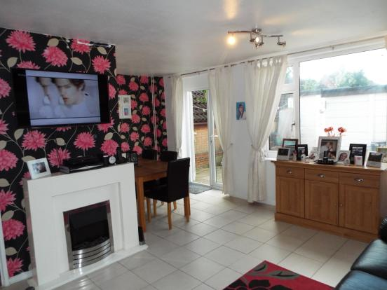 3 bedroom semi detached house for sale in pyms close for 17 x 14 living room