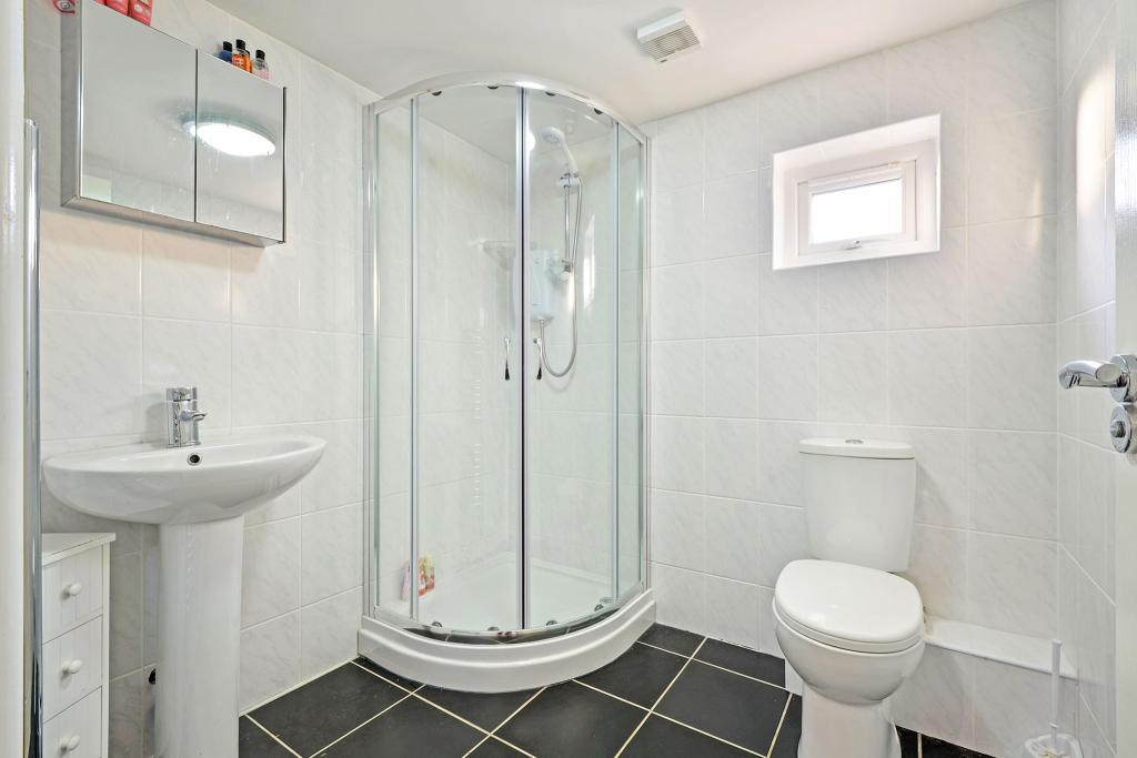 FF Shower/Cloakroom