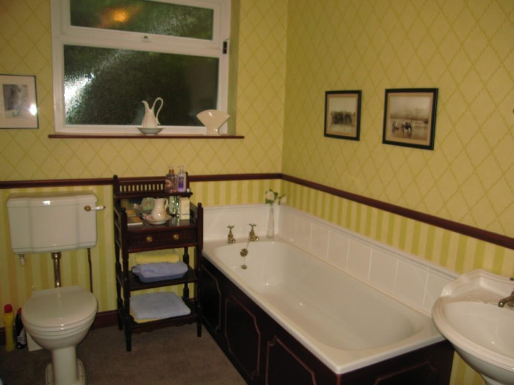 Olive orange bathroom design ideas photos inspiration for Olive bathroom ideas