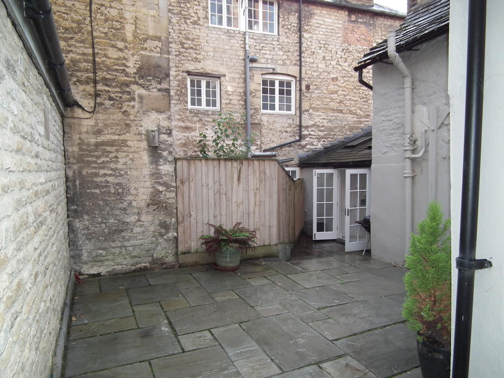 Courtyard pic 3