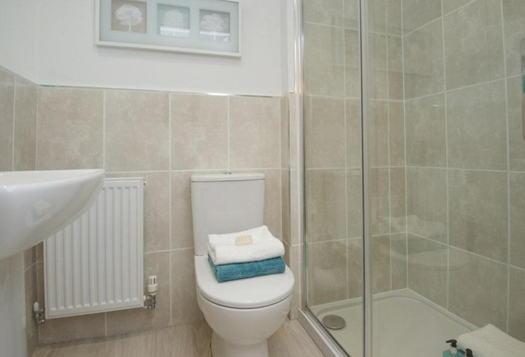 Typical Tetbury en suite to master bedroom