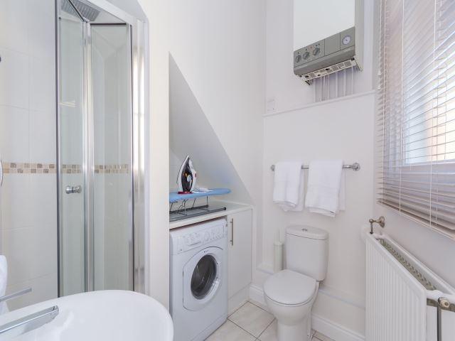 Shower Room & Laundr