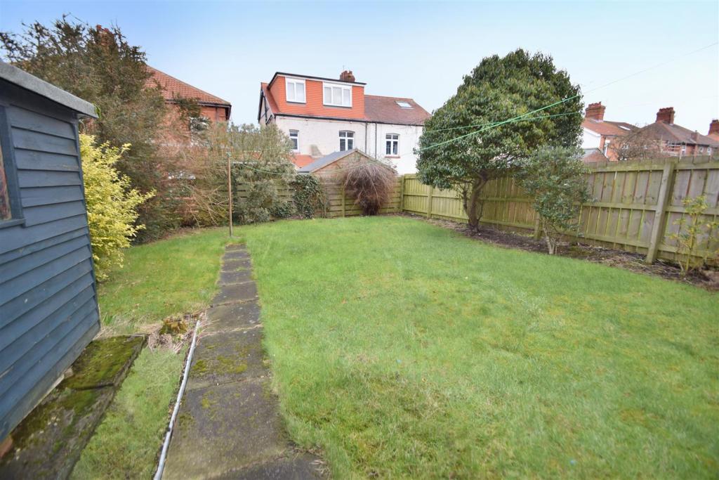 8 The Gardens rear 2