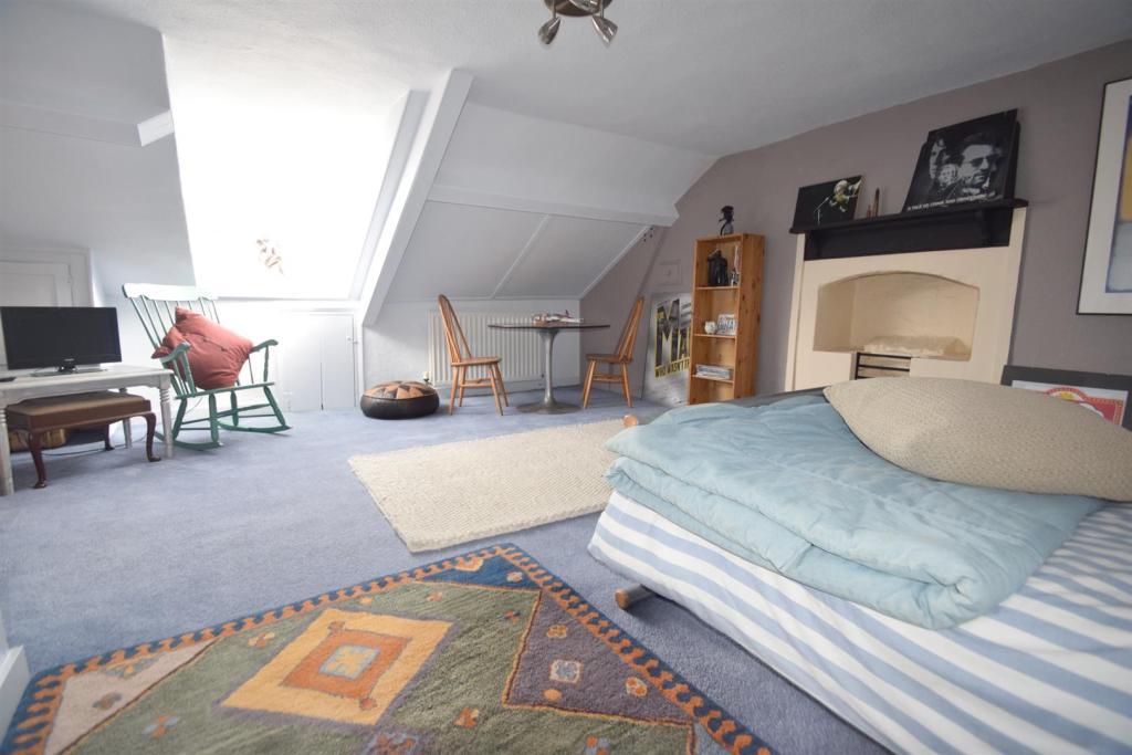Camp Tc bedroom 5.jp