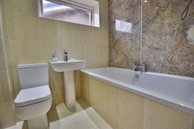 DSC_0836 Bathroom.jp