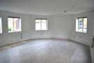 Studio flat in Tolworth Close, Surbiton