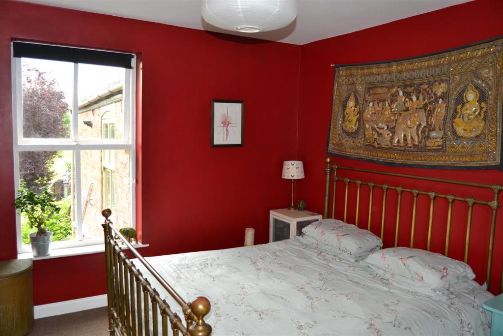 Bedroom 2 v2.JPG