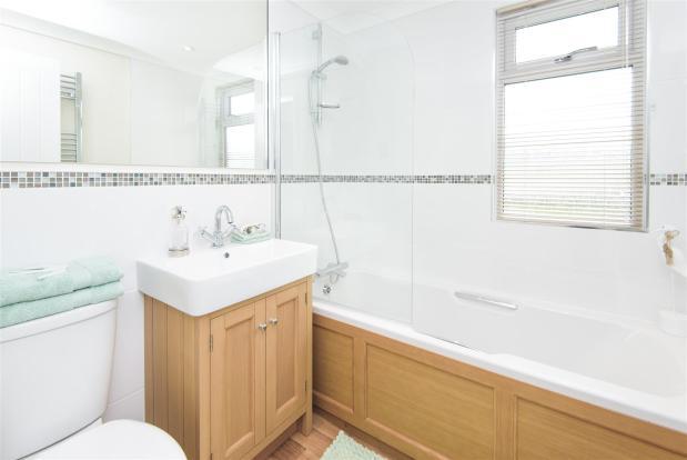 09 Sofia Bathroom.jp