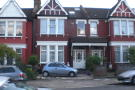 Studio flat in Park Avenue, London, N13