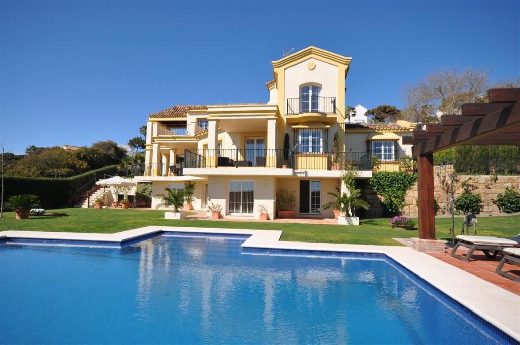 6 bed Detached Villa in Manilva Costa del Sol