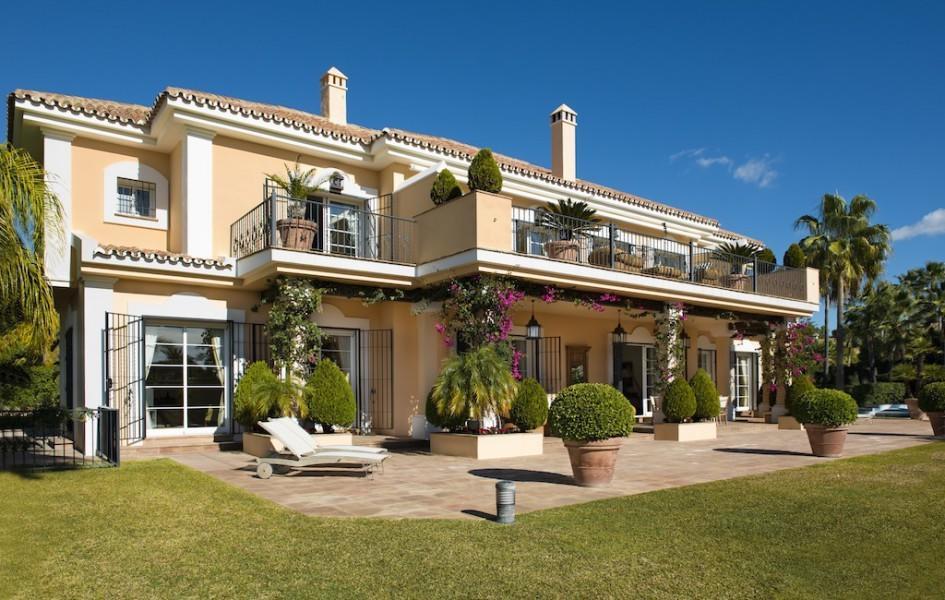 4 bedroom Detached Villa in Los Monteros Costa del...