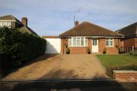 3 bed Detached Bungalow in Hawthorn Hill...
