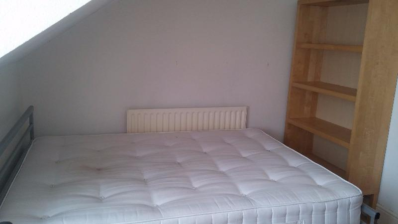 2 Bedroom5.JPG