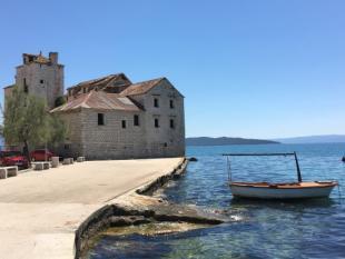 Kastela Castle