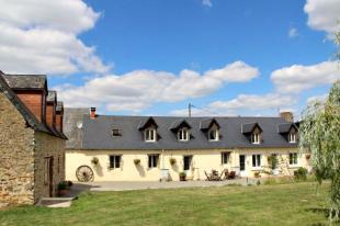 8 bedroom Equestrian Facility property for sale in Pays de la Loire, Sarthe...