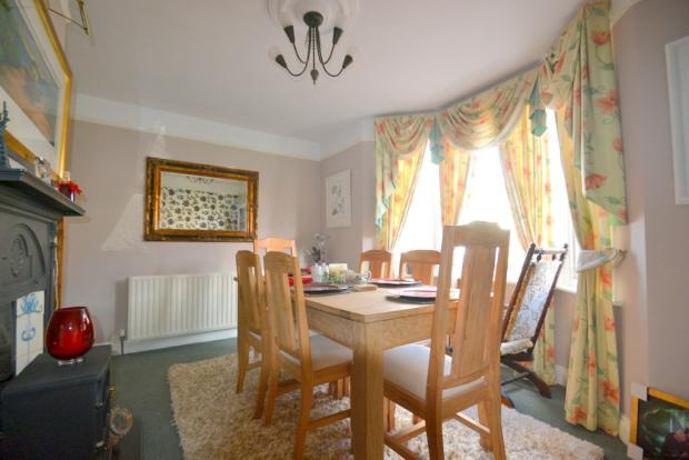3 bedroom detached house for sale in Reigate, RH2, RH2
