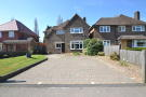 3 bedroom Detached home in Nutfield Road, Merstham