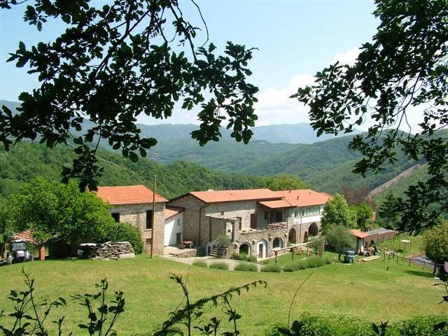 Farm House for sale in Tuscany, Lunigiana...