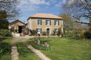 5 bed Country House for sale in Aignan, Gers...