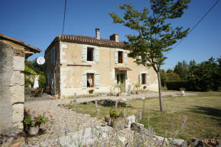 4 bed Country House for sale in Lectoure, Gers...