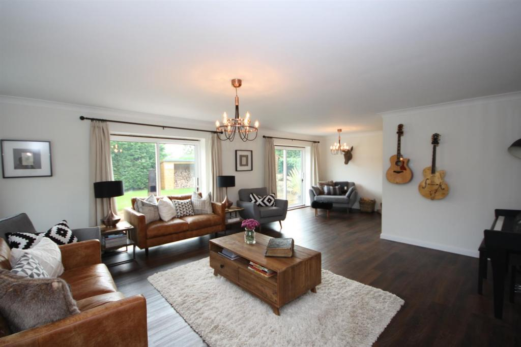 SITTING ROOM into SN