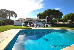 Villa for sale in Olhos de Água,  Algarve