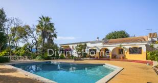 Villa for sale in Paderne,  Algarve