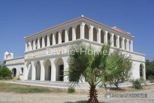 Villa for sale in Moncarapacho,  Algarve