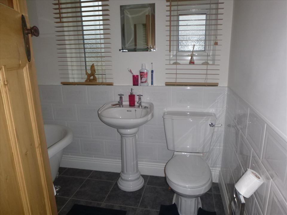 ADDITIONAL PICTURE BATHROOM