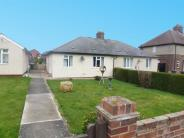 2 bedroom Semi-Detached Bungalow in Elm Close, Broomfield...