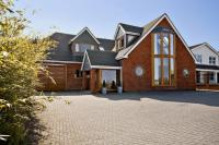 6 bed Detached house for sale in High Road, Fobbing...