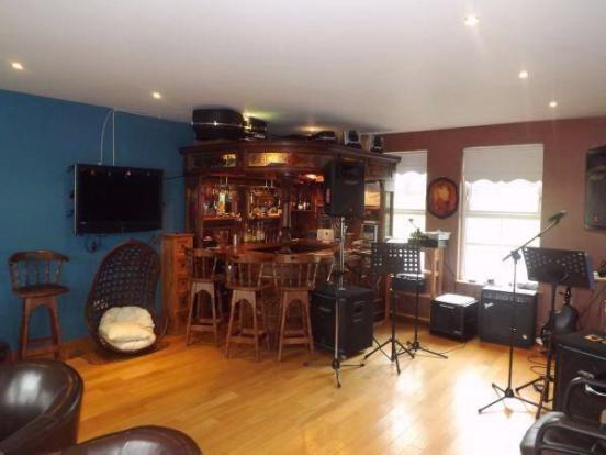 Bar/Music Room