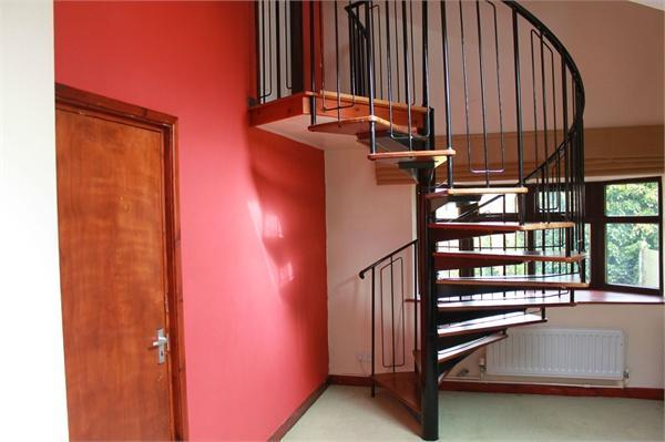 Staircase to Bedroo