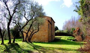 Farm House for sale in Gualdo, Macerata...