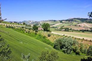 Detached Villa for sale in Carassai, Ascoli Piceno...