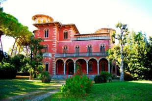 10 bedroom Villa for sale in Porto Recanati, Macerata...