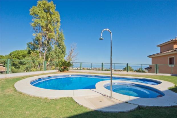 Swimming pool+view