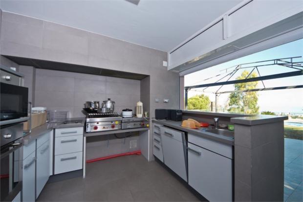Outdoo kitchen