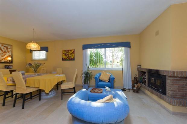Lounge+Dining area+fireplace