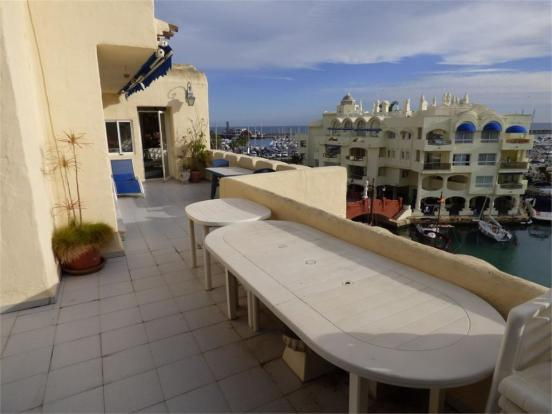 Terrace + Jacuzzi