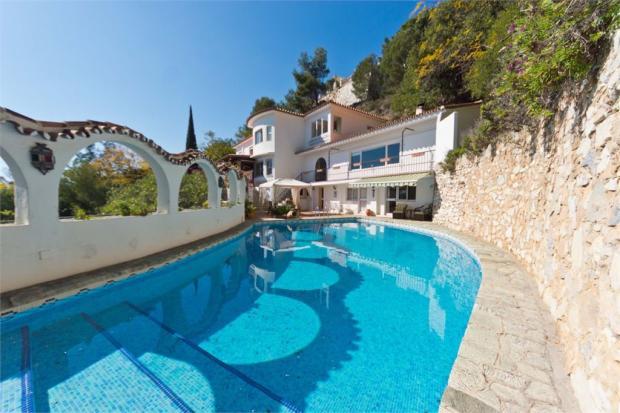 Villa + Swimming Pool 2