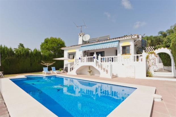 Villa + Swimming pool
