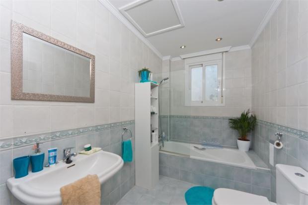 Uptairs bathroom