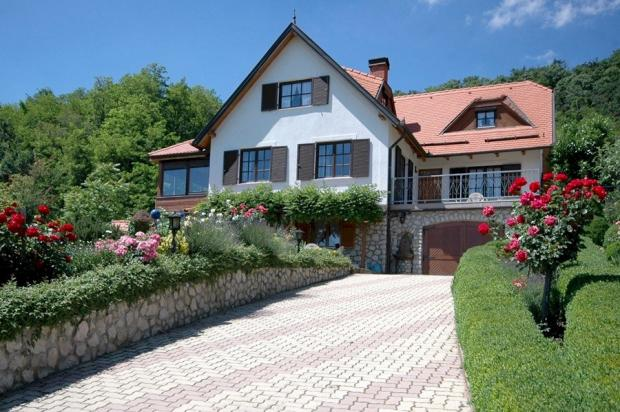 Impressive property with commanding views