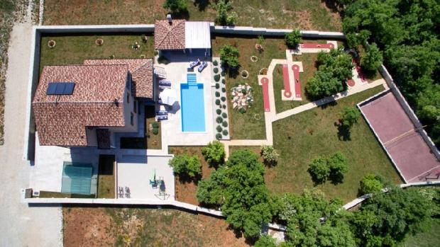 the house from bird's perspective