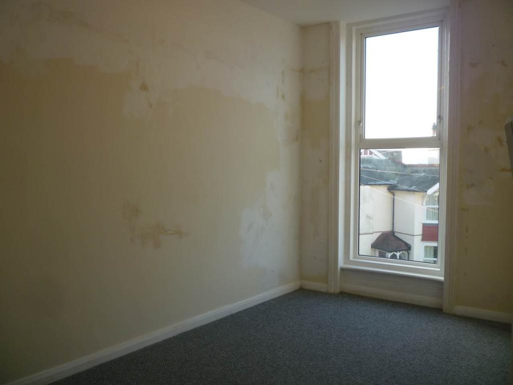 Bedroom (front, due