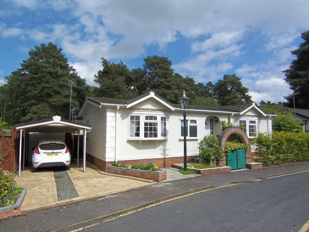 2 Bedroom Mobile Home For Sale In California Country Park Homes Nine Mile Ride Finchampstead