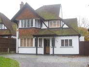 Detached property to rent in Chiltern Road, Sutton...