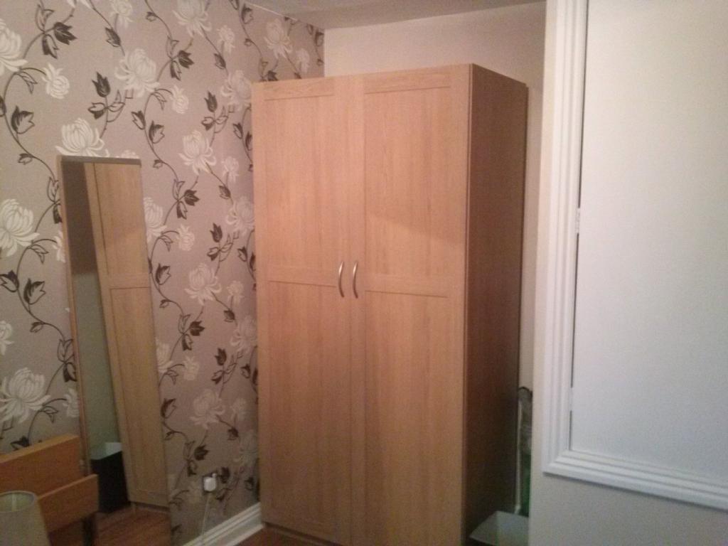 Bedroom - wardrobe and storage cupboard